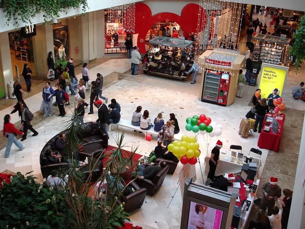 lake county shopping center
